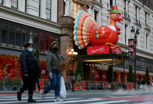 Aux Etats-Unis, un Thanksgiving sous le signe du virus, l'Europe assouplit ses restrictions